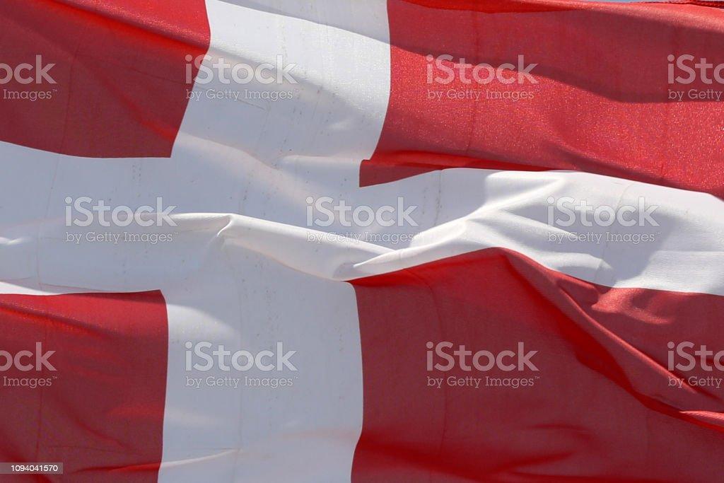 Bandera de Dinamarca ondeando - foto de stock