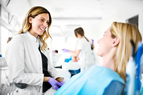 dental samråd. - two dentists talking bildbanksfoton och bilder