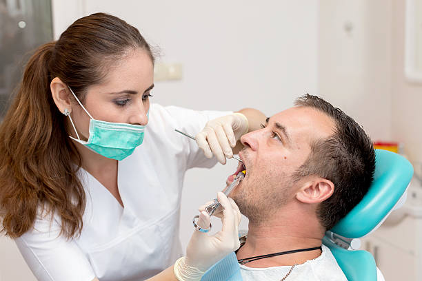 Dentist giving an injection of anesthesia to the patient – Foto