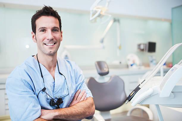歯科医の笑顔で検査室 - 歯科医師 ストックフォトと画像