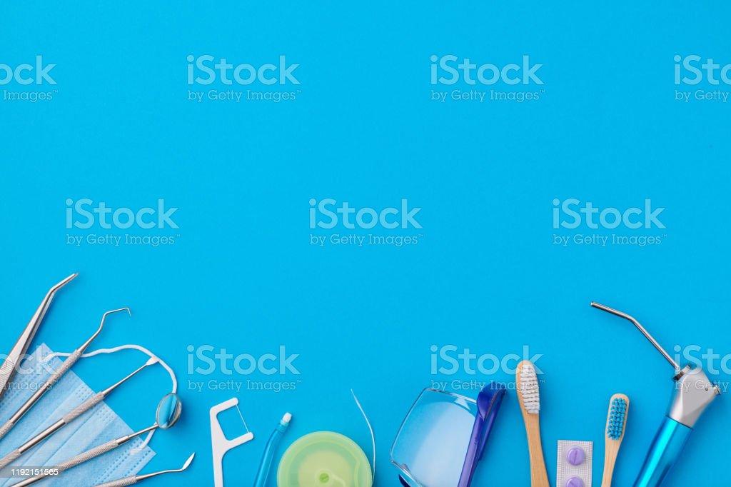 Zahnarzt-Tools über blaue Hintergrund-Top-Ansicht - Lizenzfrei Accessoires Stock-Foto