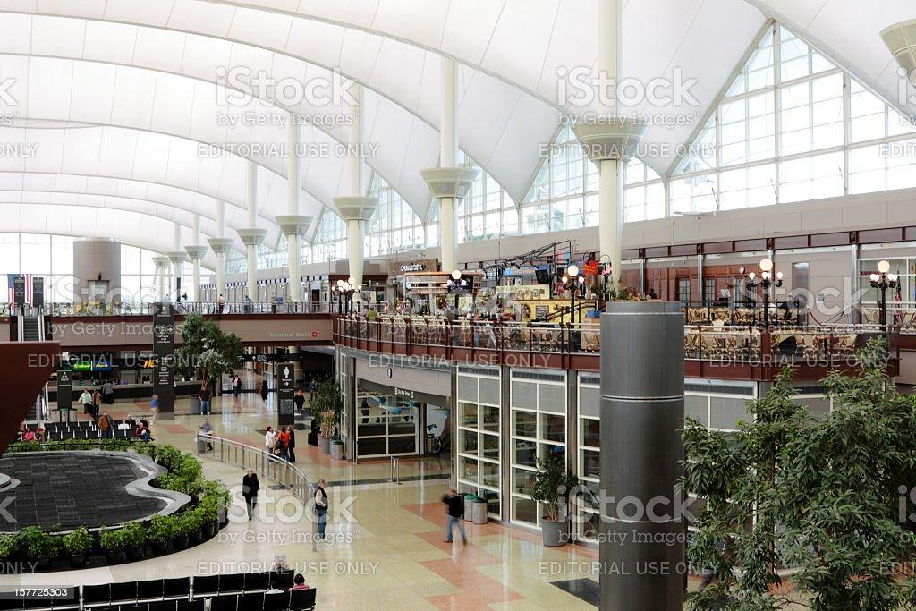 Aeroporto Internacional de Denver Interior - foto de acervo