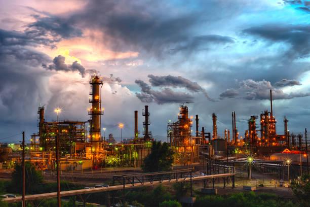 denver-öl-raffinerie - raffinerie stock-fotos und bilder