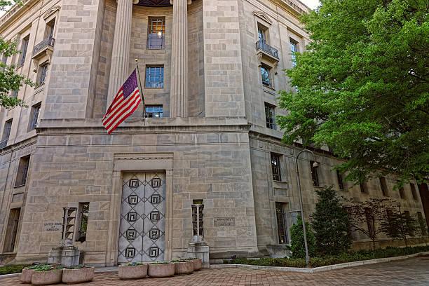 department of justice entrance in washington dc - baugenehmigung stock-fotos und bilder