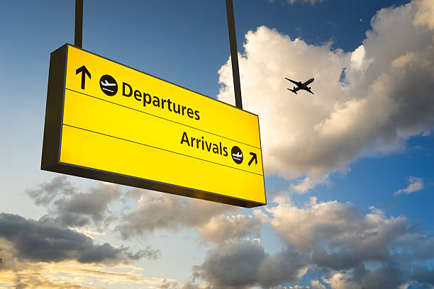 departure & arrival sign, jet airplane take off airport - terugkomen stockfoto's en -beelden