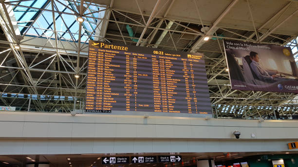 Abflugbrett im Terminal, Flughafen Rom Fiumicino. Rom, Italien – Foto