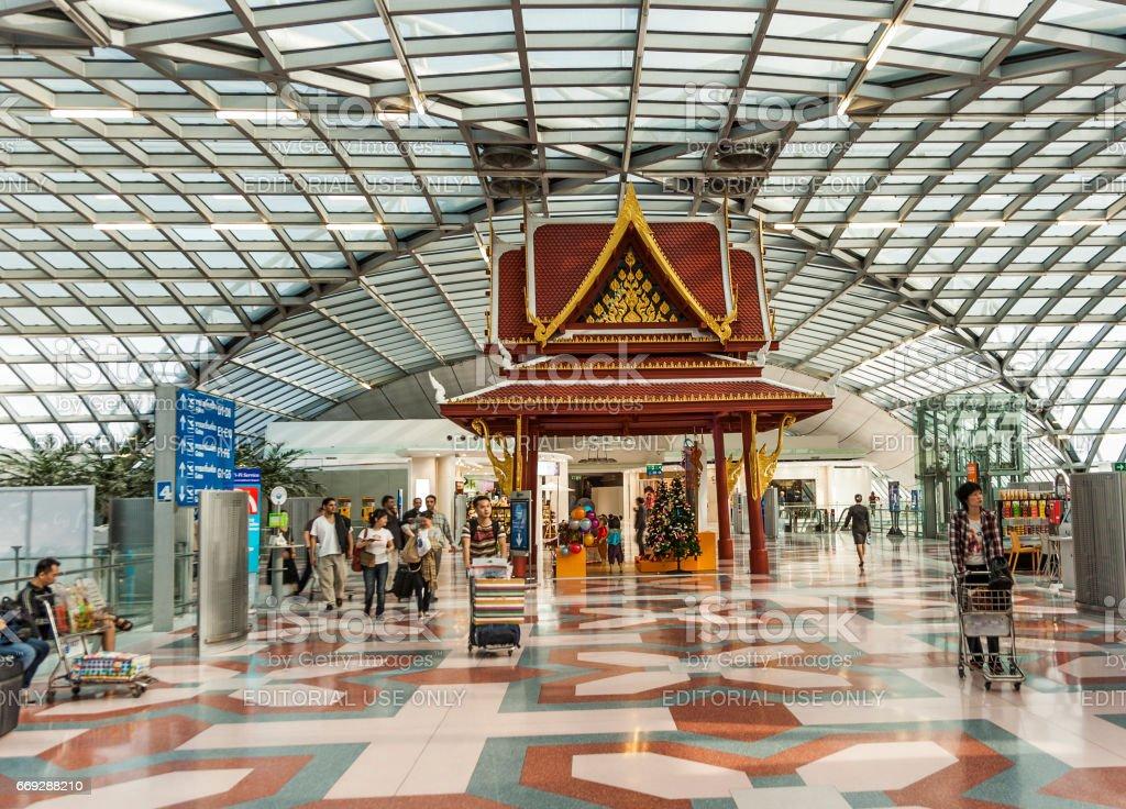 salida puerta y hall en el nuevo Aeropuerto Suvarnabhumi - foto de stock