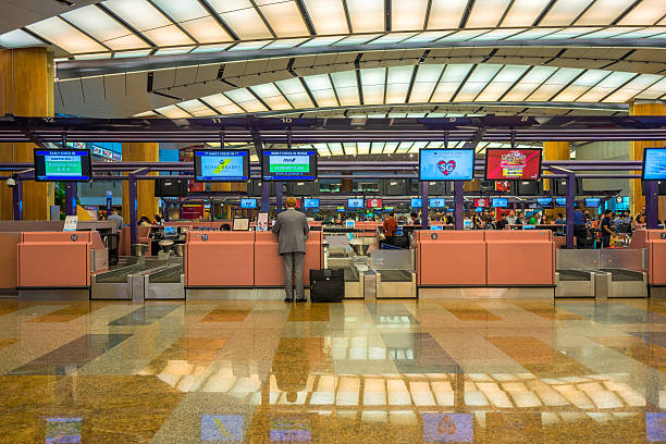 Departure hall at Changi airport with check-in zone – Foto