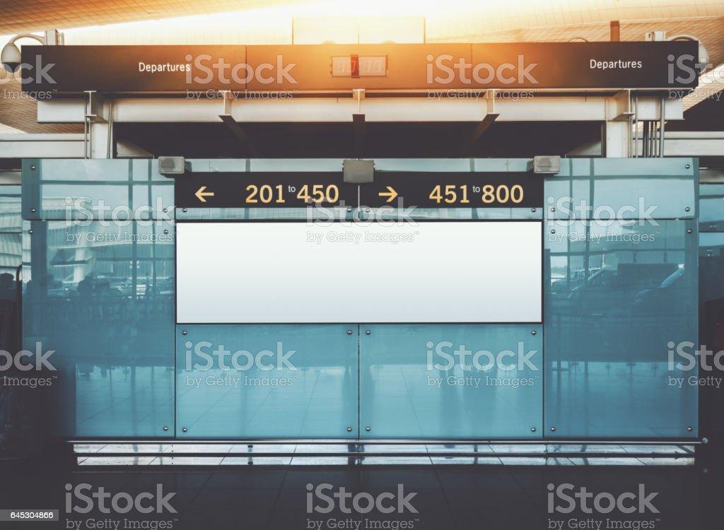 Abflug Und Ankunft Informierende Plakatwand Mockup In Flughafen