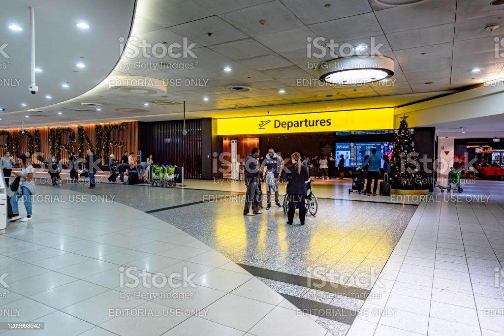 Departures area entrance in Melbourne airport, Australia. - Foto stock royalty-free di Aereo di linea