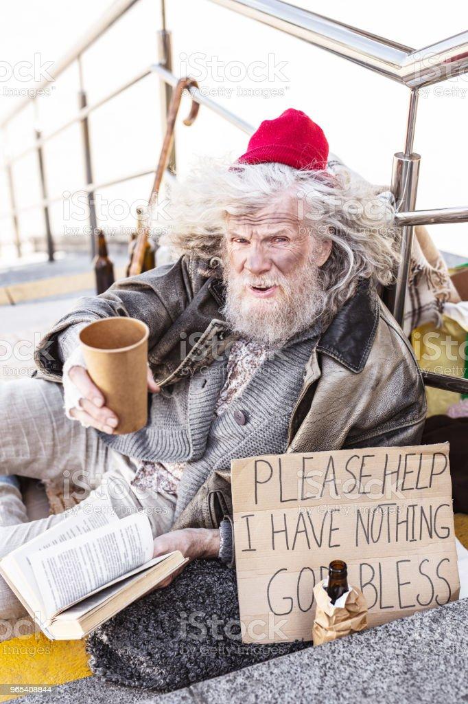 Depressed Homeless Man Sitting On The Stairs - zdjęcia stockowe i więcej obrazów Baby boomer