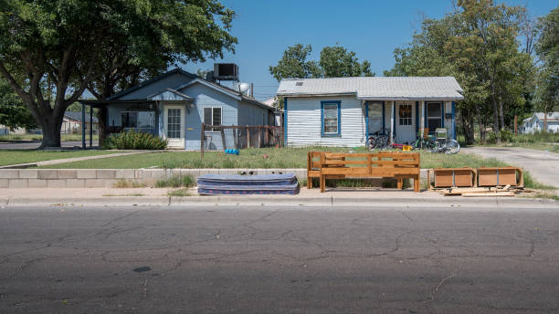 depressed housing in hobbs, new mexico - run down stock pictures, royalty-free photos & images