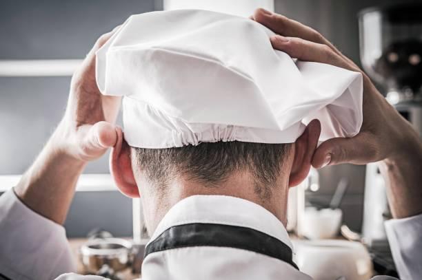 depressed kitchen chef - chef triste foto e immagini stock