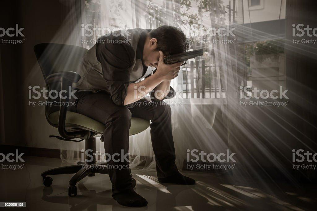 Deprimiert Mann, Geschäftsmann seine traurig. Suizidale Mensch, Selbstmord zu begehen. Arbeitslosigkeit und Unternehmen scheitern-Konzept. – Foto