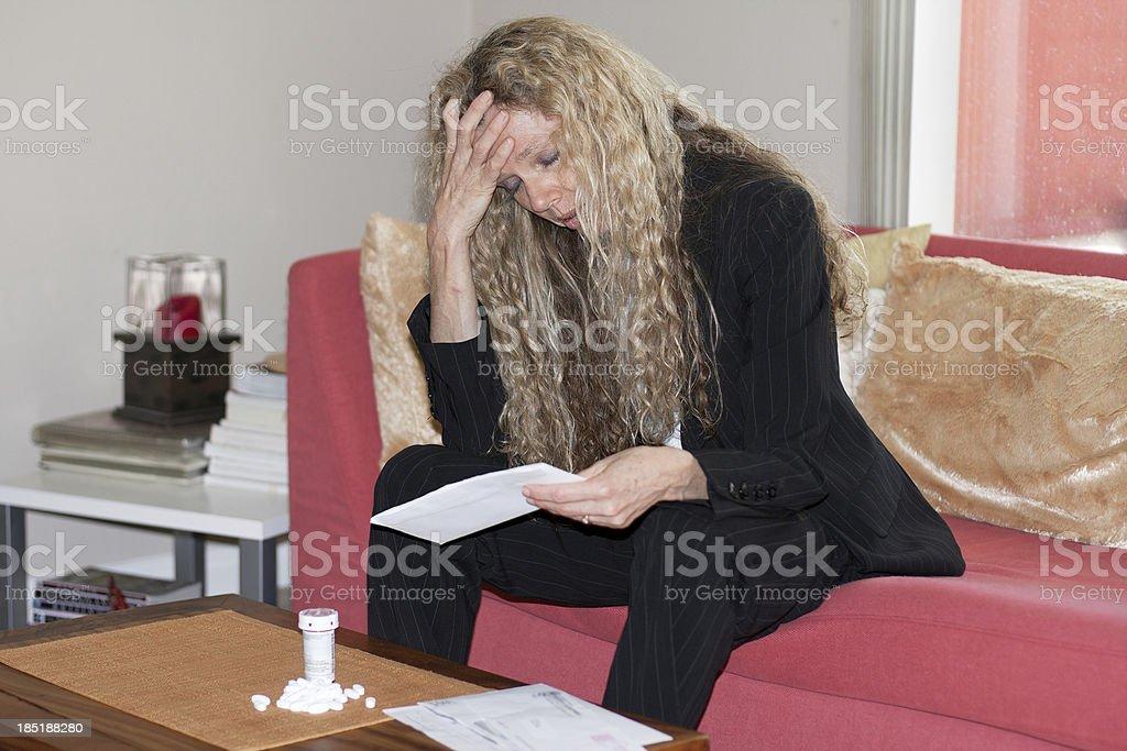 Deprimida mujer - foto de stock