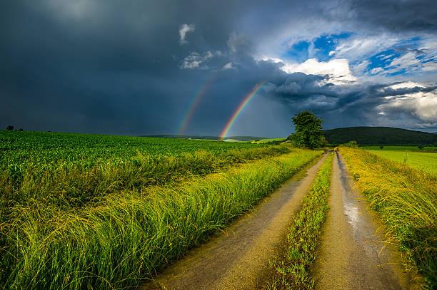 der weg zum regenbogen - deutsche wetter stock-fotos und bilder