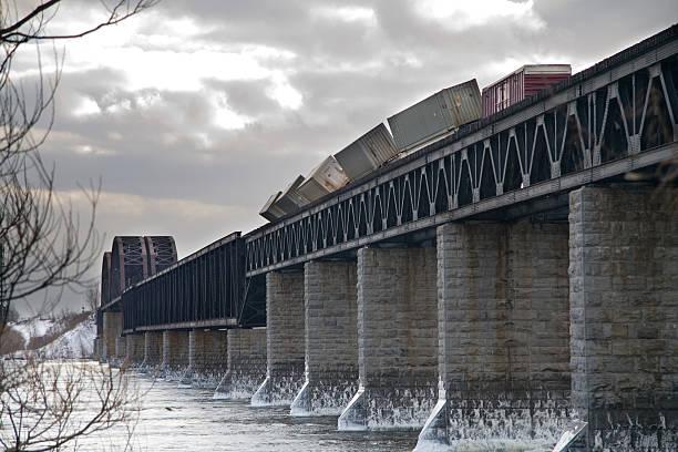 derailed train - derail bildbanksfoton och bilder