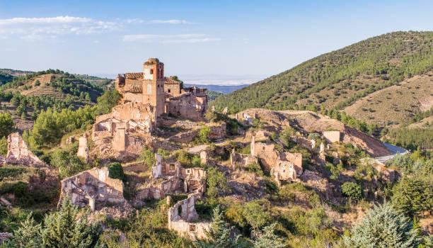 derelict village of turruncun in la rioja, spain - город призрак стоковые фото и изображения