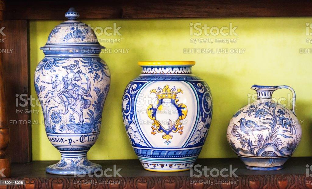 Tavolo rotondo in ceramica stile ricco deruta thebestmadeinitaly