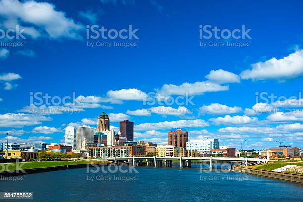 Des moines skyline with puffy clouds and river picture id584755832?b=1&k=6&m=584755832&s=612x612&h=yi9rj3rungzebyzx9pzkqd4qog82bopbbup1cup2zfs=