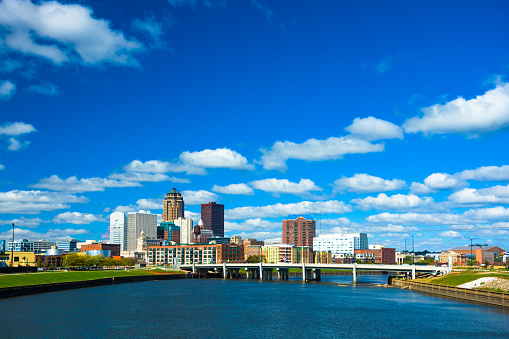 Des Moines Skyline With Puffy Clouds And River Stock Photo - Download Image Now