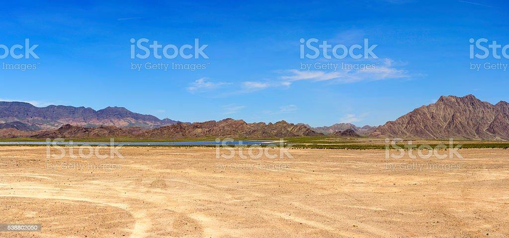 Desertbereich Mit Solarpanel Panorama Stockfoto und mehr ...