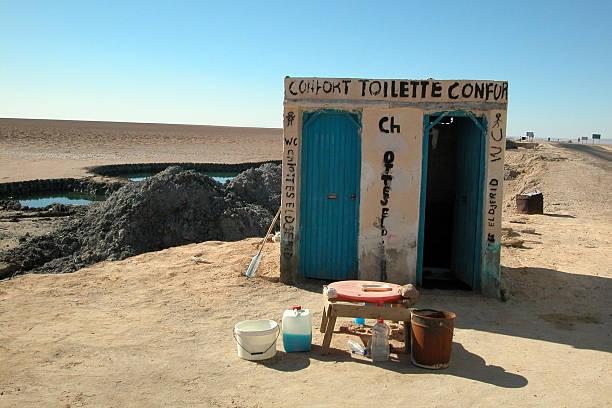 desert badezimmer, chott el-jerid, tunesien - urlaub in tunesien stock-fotos und bilder
