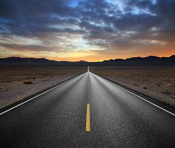 desert highway - vanishing point stock pictures, royalty-free photos & images