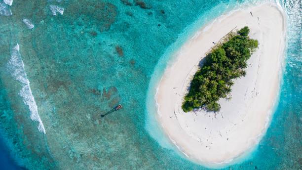 desert island 2 - desert island stock photos and pictures