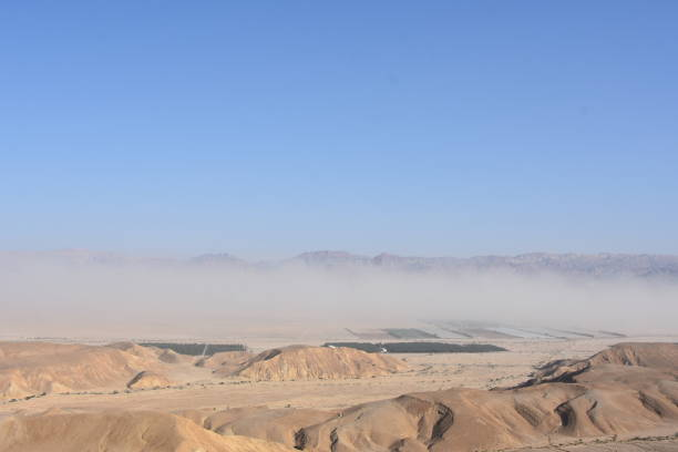 Wüstenstraße mit Blick vom Boden, HDR – Foto