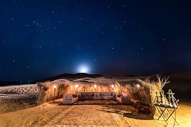 пустыня тент ночь луна и звезды - oman стоковые фото и изображения