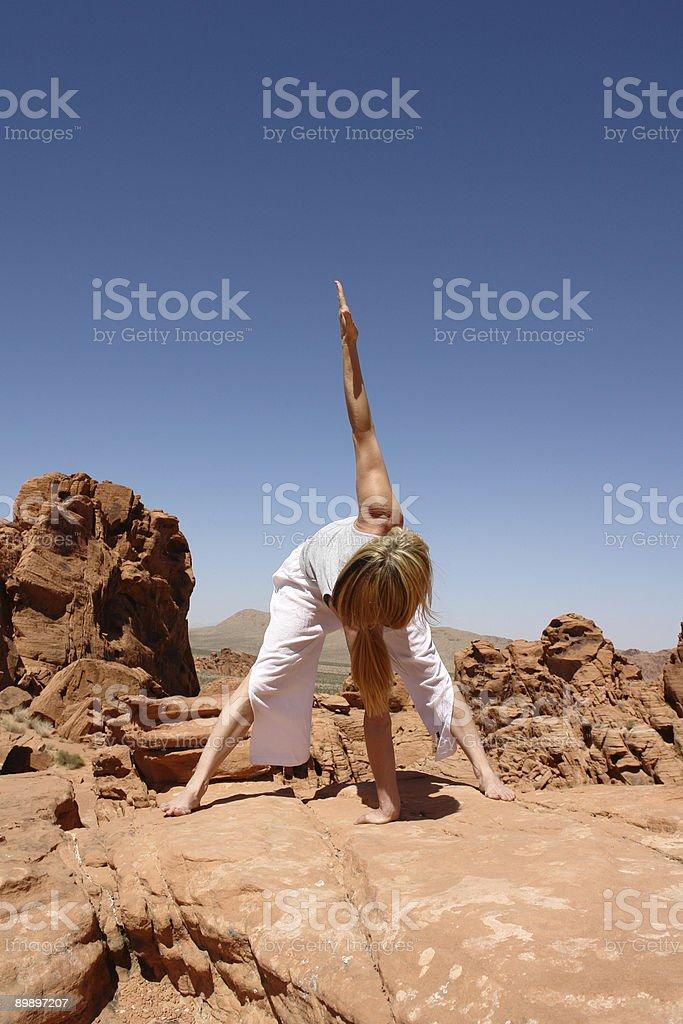 Wüste yoga Lizenzfreies stock-foto