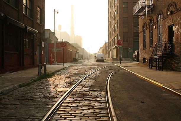 Einsames Brooklyn DUMBO Kopfsteinpflaster der Backstreet Morgen – Foto