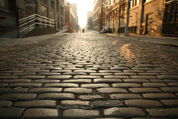 Einsames Brooklyn DUMBO gepflasterten Straßen Morgen – Foto
