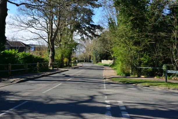 Verlassene Straßen in Horley, Surrey wegen Coronovirus – Foto