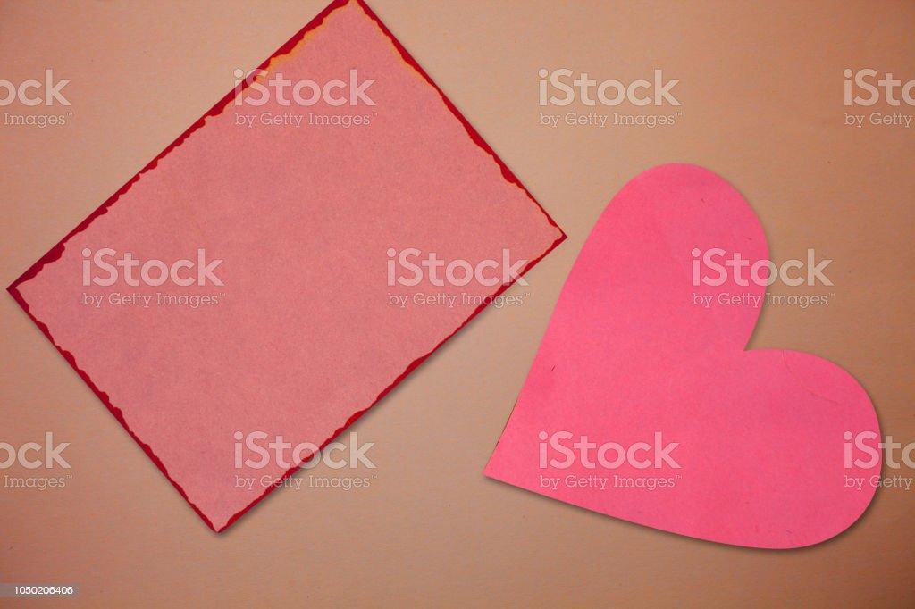 Entwurfsvorlage Geschäft leer isoliert minimalistische Grafik Layout-Vorlage für Werbung Borderline Papier rot und Rosa herzförmige Ausschnitte Erinnerungssymbol Notizen – Foto