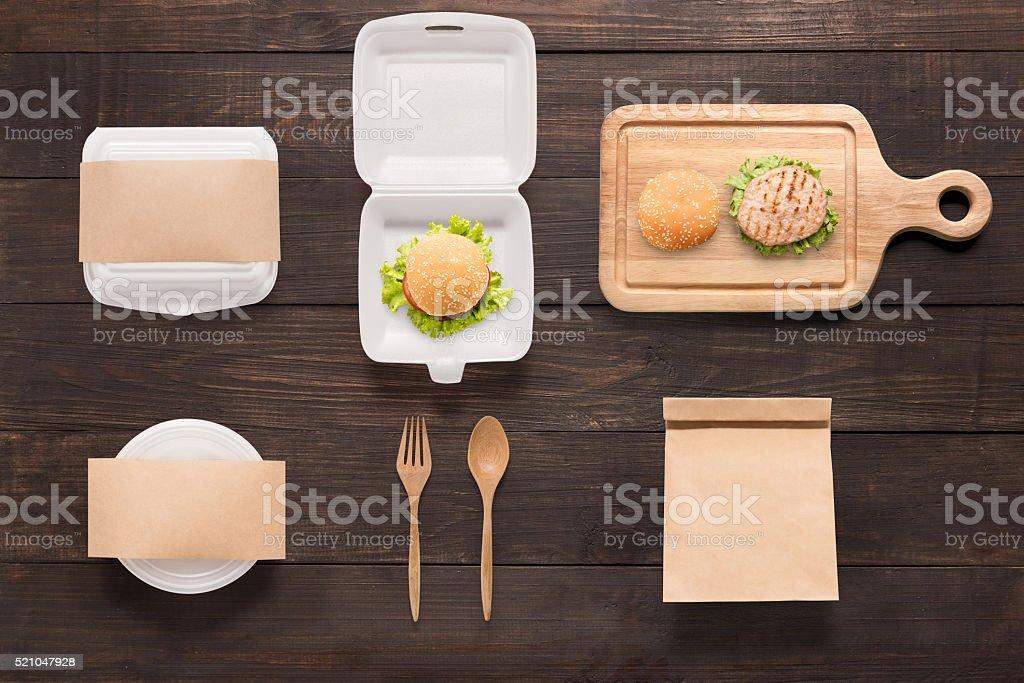 concept de plans de burger situé sur fond de bois. - Photo