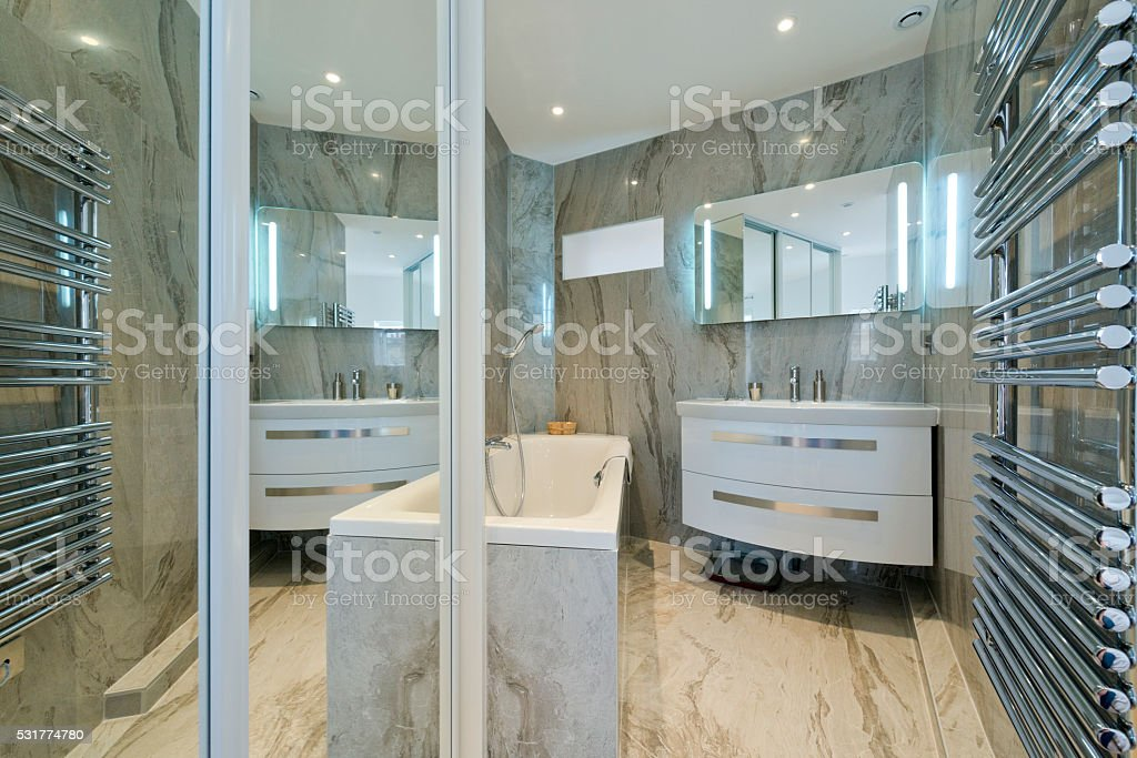 Design Des Modernen Luxus Badezimmer Interieur - Stockfoto   iStock