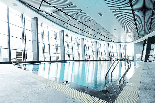 projeto de piscina na moderna academia de ginástica - comodidades para lazer - fotografias e filmes do acervo