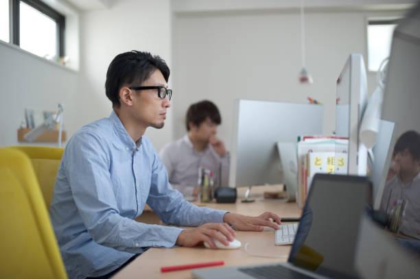 デザイン事務所 - パソコン 日本人 ストックフォトと画像