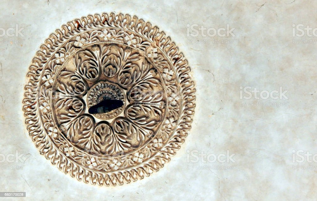 Design on roof of 200 years old paigah tombs,Hyderabad,India 免版稅 stock photo