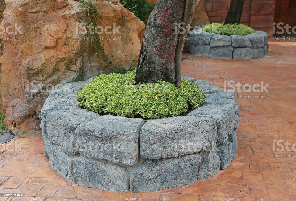 Boom In Pot Tuin.Ontwerp Stenen Boom Pot In De Openbare Tuin Grote Bloempot In Het