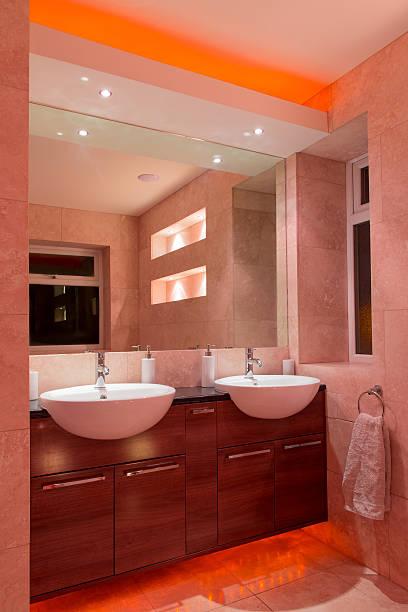 designer-badezimmer - lichtschlauch stock-fotos und bilder