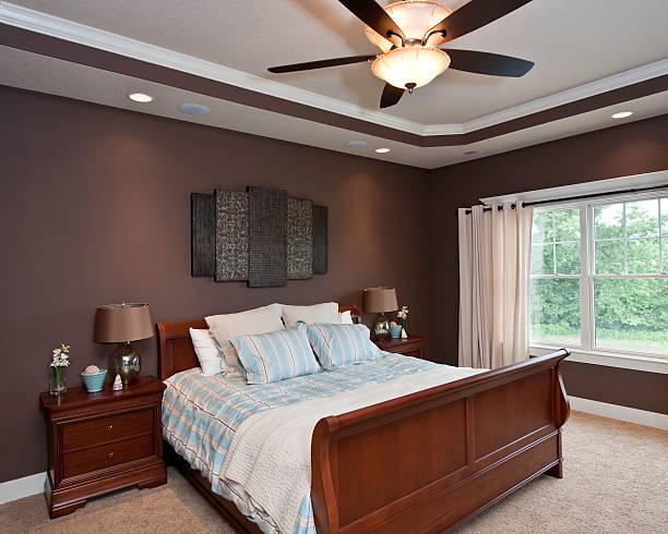 designer-schlafzimmer - hellblaues zimmer stock-fotos und bilder