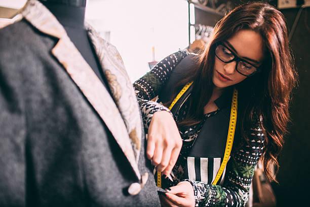 designer - einzelhandelsarbeiter stock-fotos und bilder