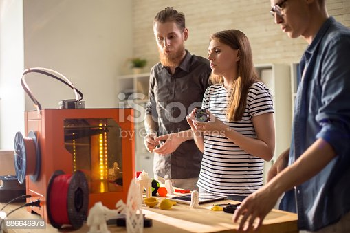 886646936 istock photo Designers Discussing 3D Printing in Studio 886646978