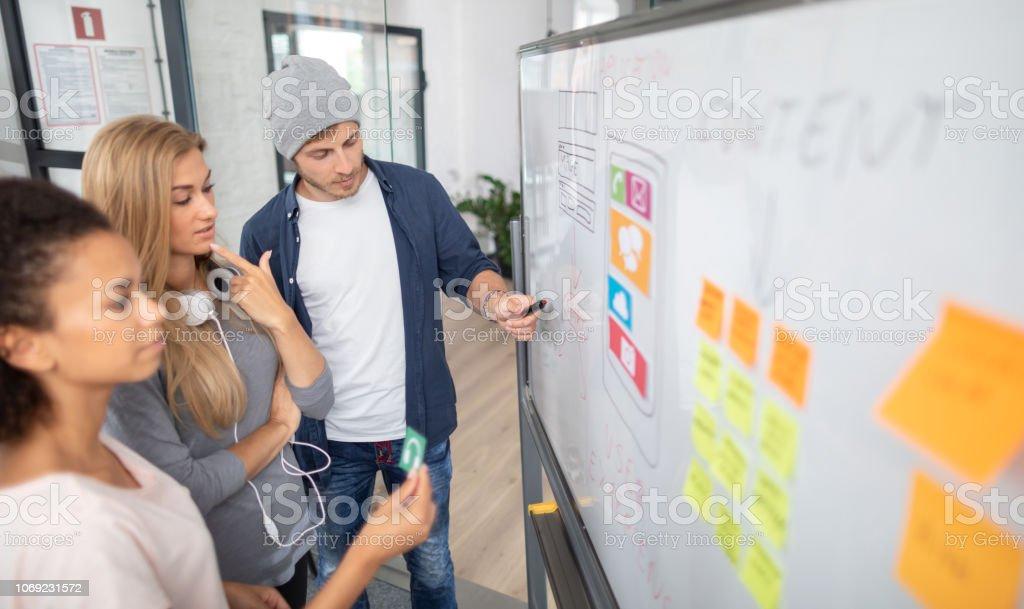 Designer zeichnen Website Ux-app-Entwicklung. – Foto
