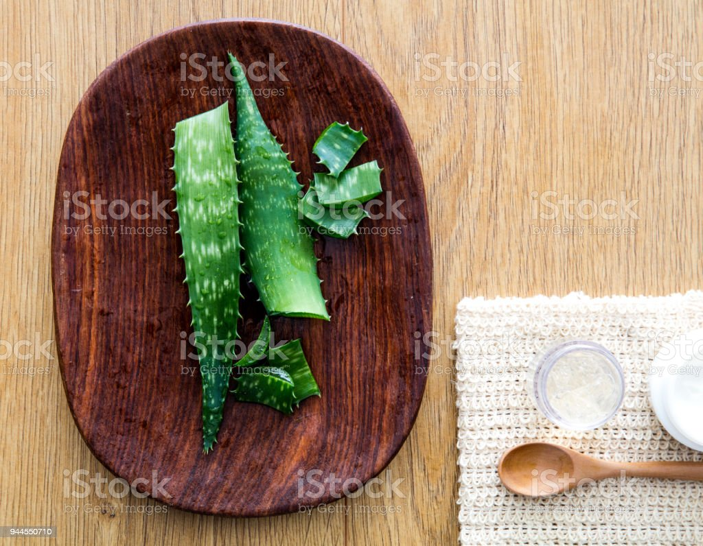Gestaltung von frischen hausgemachten Aloe Vera Gesichts- und Hautpflege – Foto