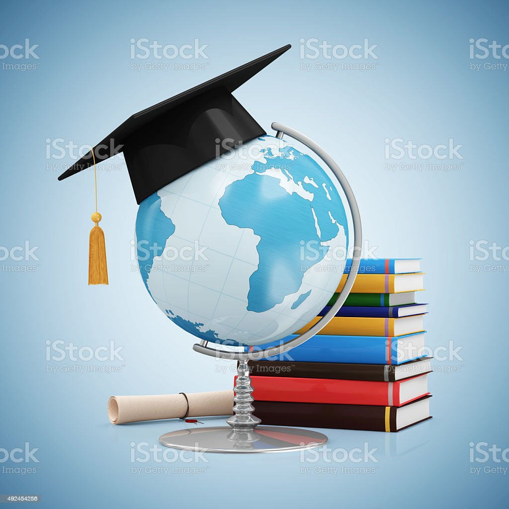 Schreibtisch Welt mit Graduation Cap und Diplom und Bücher – Foto