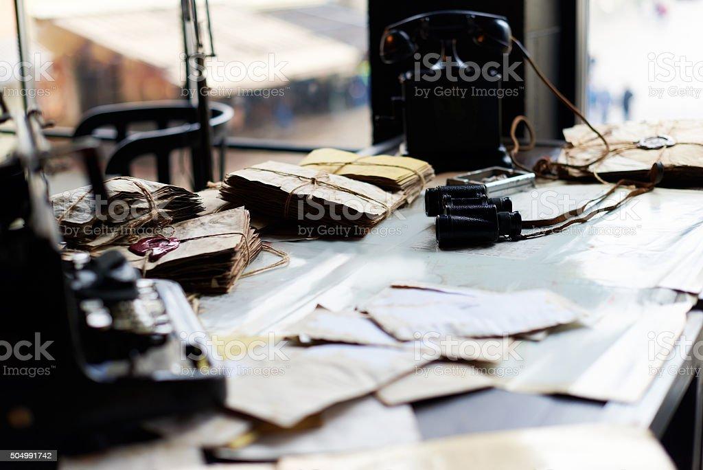 Mesa em um antigo exército escritório - foto de acervo